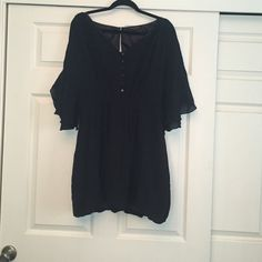 Beautiful Cold Shoulder Top Black cold shoulder top with back slit. Fully lined. Perfect with a skinny jeans Meiko Mellucci Tops