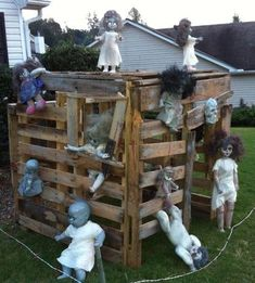Zombie doll playhouse. made out of pallets in the backyard decor. Halloween Zombie, Halloween Outside, Halloween Doll, Outdoor Halloween, Halloween Halloween, Halloween Yard Ideas, Halloween Havoc, Vintage Halloween, Halloween Party Supplies