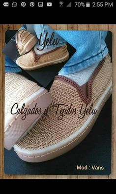 This post was discovered by nu Crochet Boot Cuffs, Crochet Boots, Crochet Slippers, Crochet Clothes, Slipper Sandals, Slipper Boots, Sock Shoes, Shoe Boots, Crochet Slipper Pattern