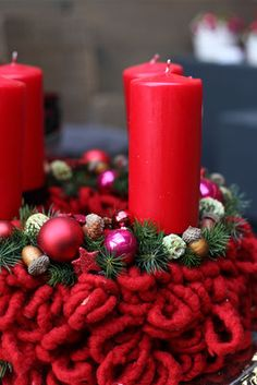 Christmas Candle, Christmas Wreaths, Candles, Table Decorations, Holiday Decor, Flowers, Home Decor, Christmas Decor, Home Accessories