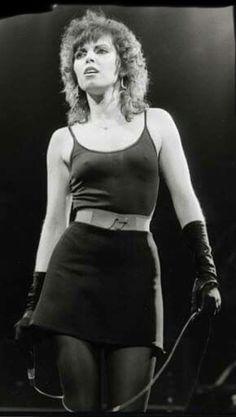 Pat Benatar Pop Singers, Female Singers, Female Rock Stars, Rock And Roll Girl, Pat Benatar, Women Of Rock, Rocker Chick, Sexy Older Women, Poses