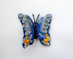 This butterfly is made from simple cement. The cost of cement is not that high, so making this butterfly is not expensive and not difficult. You can glue it with instant glue to any hard surface. Cement, Concrete, Sand Tray, Flower Pens, Dry Well, Fine Sand, Rubber Gloves, Sand And Water, Butterfly Wings
