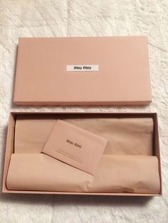 A blush, coral and apricot palette and packaging for a high fashion brand. - A blush, coral and apricot palette and packaging for a high fashion brand. Clothing Packaging, Fashion Packaging, Jewelry Packaging, Brand Packaging, Box Packaging, Fashion Branding, Jewelry Branding, Ecommerce Packaging, Packaging Design Inspiration