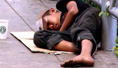 Muchas personas viven en pobreza en México porque el económicos son muy lentos.