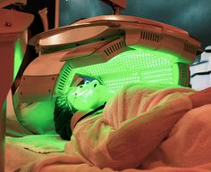 Can LED lights really lead to better skin? An LED facial, aka Color Light Therapy, uses four clinically proven wavelengths of UV. Homemade Acne Treatment, Facial Treatment, Skin Treatments, Red Led Light Therapy, Led Facial, Facial Room, Green Led Lights, Light Led, Facial Therapy