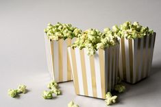 Get the recipe and tips on how to make tasty matcha stovetop popcorn at home! I share my secret to the perfect matcha green tea coating that doesn't make the popcorn soggy. Best Green Smoothie, Healthy Green Smoothies, Green Smoothie Recipes, Matcha Smoothie, Smoothie Detox, Matcha Green Tea, Green Teas, Matcha Tea Powder, Green Tea Ice Cream