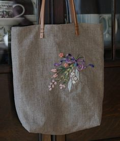 Women S Fashion For 50 Year Olds Refferal: 2968072042 Hand Embroidery Flowers, Embroidery Bags, Embroidery Stitches, Handmade Fabric Bags, Handmade Crafts, Canvas Tote Bags, Cross Stitch, Women Hats, Fashion