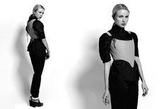 Photographie de lookbook d'un corset porté sur mannequin. Lookbook, Mannequin, Overalls, Studio, Corsets, Pants, Fashion, Clothing Photography, Haute Couture