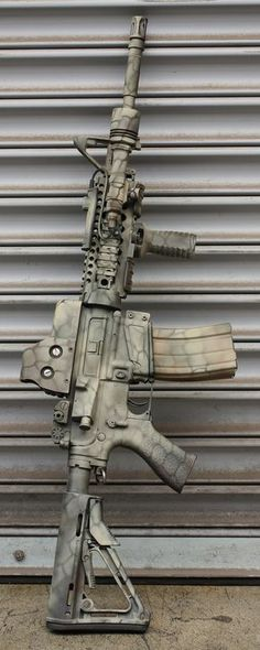 Great looking paint on this rifle for anyone looking how to camo an Airsoft gun! Weapons Guns, Military Weapons, Guns And Ammo, Military Gear, M4a1 Rifle, Assault Rifle, Custom Ar, Custom Paint, Survival