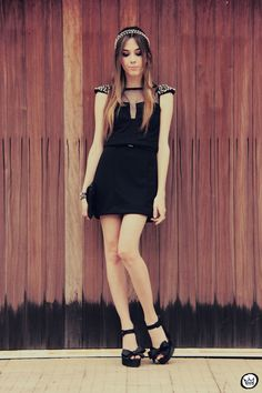 http://fashioncoolture.com.br/2012/10/24/look-du-jour-back-to-black-2/