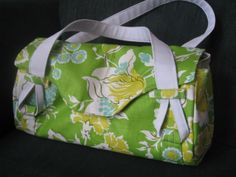 This purse is pretty easy to make, and so cute!  Get the free pattern here: http://www.sewmamasew.com/2010/09/free-amy-butler-pattern-blossom-handbagshoulder-bag/