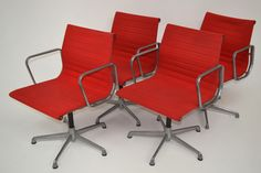 Set of 4 Aluminium Group chairs, des.C. Eames - ICF, in excellent condition, mesh seat
