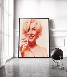 Marilyn Monroe Print, Marilyn Monroe Wall Art, Marilyn printable art, celebrity poster, Powder Room ,fashion print, last photo-shooting 1962 by S4StarSbySiSSy on Etsy https://www.etsy.com/ca/listing/465043678/marilyn-monroe-print-marilyn-monroe-wall
