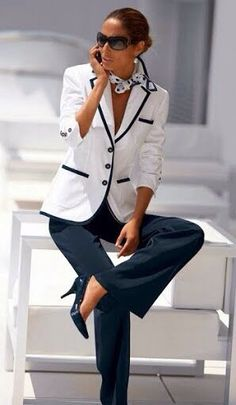 Blue and white/black and white always look sharp with a tailored jacket and heels. Dressing your truth как стилевые энергии - Office Fashion, Work Fashion, Modest Fashion, Fashion 1920s, Formal Fashion, Net Fashion, Fashion Sale, College Fashion, Cheap Fashion