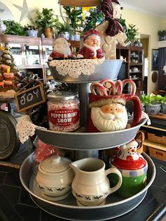Creative Three Tier Stand Collections to Beautify Your Home Decor - DecOMG Country Christmas, All Things Christmas, Christmas Home, Vintage Christmas, Christmas Holidays, Christmas Crafts, Christmas Decorations, Xmas, Christmas Vignette