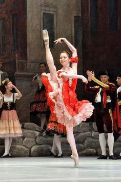 <<Ekaterina Krysanova (Bolshoi Ballet) as Kitri in Don Quixote at the Bolshoi Theatre>>