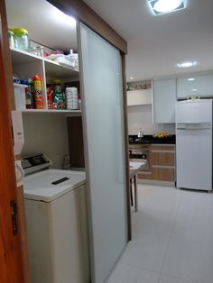 Com as casas e apartamentos cada vez menores, as áreas de serviços/lavanderias estão menores ainda! Assim o espaço se limita a uma m... Laundry Room Design, Laundry In Bathroom, Interior Design Living Room, Living Room Designs, Landry Room, Ideas Baños, Diy Room Divider, Paint Colors For Living Room, Dream Home Design