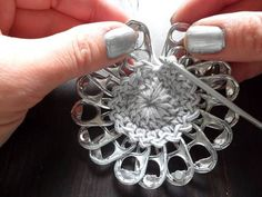 A crochet flower purse, made from little pop tabs from soda. What do you do with these little pop tabs after drinking all the soda and beer? You can make beutiful crochet pop tab projects, as … Read more. Soda Tab Crafts, Can Tab Crafts, Aluminum Can Crafts, Bottle Cap Crafts, Pop Top Crochet, Pop Tab Purse, Clutch Purse, Coin Purse, Pop Top Crafts