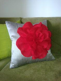 Cojin rojo de florez