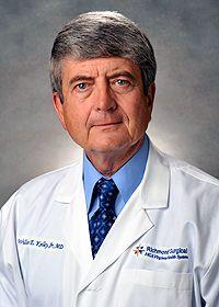 """El Dr. Kelly es Jefe de Cirugía. Participa activamente en varios comités en Cape Fear Valley Medical Center. Es autor del libro """"Cancer Cure"""". Conocer más detalles en el botón """"visitar"""""""