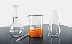 Cooking Lab vintage glass, design idea for modern kitchen. Vessels from alchemist origin perfectly heat-resistant. Set di recipienti di oriigine alchimistica perfettamente resistenti al calore. Design vintage per la cucina moderna e divertente. Design: R&D Blueside.