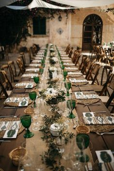 Imperial tables - My wedding in Mallorca Lilac Wedding, Boho Wedding, Fall Wedding, Wedding Bouquets, Rustic Wedding, Dream Wedding, Pagan Wedding, Wedding Table Decorations, Wedding Themes