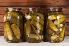 Ii pui de la finalul verii sau din toamna si te bucuri de castraveti murati in saramura toata iarna! Uite cat de usor este sa pui castraveti la murat, fara sa se inmoaie si in asa fel incat sa se pastreze bine peste iarna. Pickling Cucumbers, Pickles, Thing 1, Jar, Food, Canning, Jars, Meals, Yemek