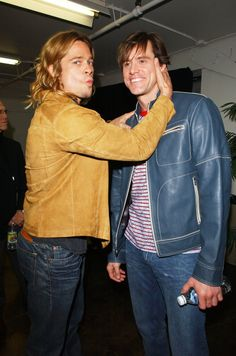 A goldie-locked Brad Pitt and Jim Carrey. 60 Pictures That Perfectly Capture The The Hollywood Reporter, Hollywood Actor, La Mascara Jim Carrey, Lestat And Louis, Brad Pitt Photos, Jim Carey, Alex Winter, Tony Scott, Interview With The Vampire