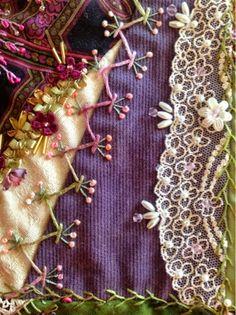 how to do crazy patchwork Crazy Quilt Stitches, Crazy Quilt Blocks, Crazy Quilting, Hand Embroidery Stitches, Silk Ribbon Embroidery, Embroidery Patterns, Quilt Stitching, Ribbon Work, Quilt Patterns Free