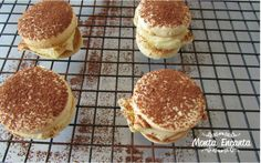 mini alfajor Cookies, Pancakes, Breakfast, Mini, Food, Crack Crackers, Kitchen, Ideas, Morning Coffee