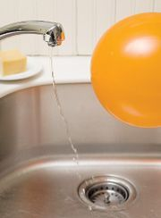 Bending Water - static electricity