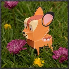 This paper toy is Bambi, the main protagonist of Disney's animated feature film of the same name and its midquel, the papercraft is created by spoonful. A