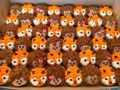 Fox and hedgehog cupcakes Clever yet sly yet sneaky as fuck. Hell yeah make these bitches for me. Fox and hedgehog cupcakes Clever yet sly yet sneaky as fuck. Hell yeah make these bitches for me. Deco Cupcake, Cupcake Party, Cupcake Cookies, Hedgehog Cupcake, Sonic The Hedgehog Cake, Animal Cupcakes, Woodland Baby, Woodland Animals, Cute Cakes