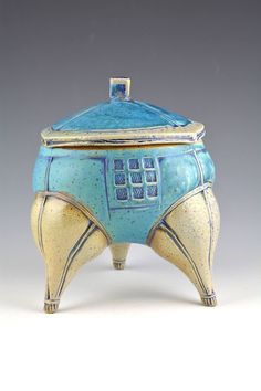 Glenn Dair Ceramic Boxes, Ceramic Jars, Ceramic Pottery, Clay Box, Sculpture Projects, Arts Ed, Pottery Painting, Covered Boxes, Tea Pots