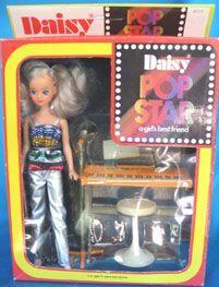 De 17 bedste idéer fra Mary Quant Daisy Doll   barndomsminder, 1970erne, daisy Mary Quant, 1970s Dolls, Barbie Dolls, Daisy, Metal Fashion, Retro Toys, Vintage Dolls, Beautiful Dolls, Doll Toys