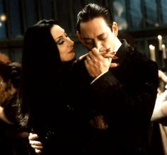 Gomez & Morticia Addams Have The Greatest Romance Of All Time Morticia Addams, Gomez And Morticia, Los Addams, Die Addams Family, Raul Julia, Anjelica Huston, Cinema Tv, In And Out Movie, Star Wars