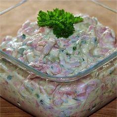 vlassky salat Slovak Recipes, Czech Recipes, Ethnic Recipes, Guacamole, Pasta Salad, Ham, Salad Recipes, Potato Salad, Healthy Snacks
