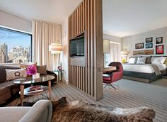 Thompson Chicago hotel TV wall unit design Hotel Elegant, Contemporary, and Creative TV Wall Design Ideas Living Room Partition, Room Partition Designs, Robie House, Living Room Ideas 2019, Modern Hotel Room, Hotel Room Design, Design Bedroom, Tv Wall Design, Wood Floor Design