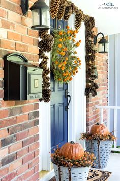 Easy front porch ideas for fall: inspiration for budget-friendly fall planters with mums and other autumn decor, including pumpkins, gourds and more. #fall #falldecor #falldecorideas #fallplanters #frontporch #mums #autumn #firstdayoffall