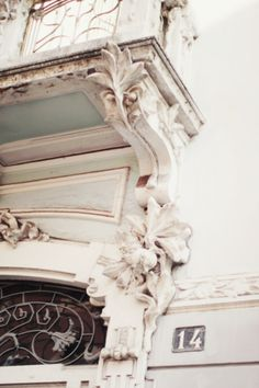 love the crown moulding