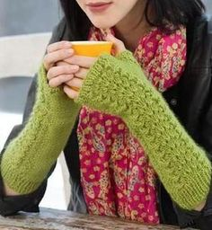 Knitted Arm Warmers for winter! ❄  free pattern