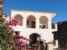 Kom genieten van zon, zee, strand en cultuur. Casa Maré bestaat uit twee B&B kamers en een compleet ingericht appartement met twee slaapkamers voor 6 personen. Casa Maré is een heerlijke vakantieaccommodatie gelegen aan de rand van het typisch Spaanse dorpje Totalán. Geen massa-toerisme maar een mooi typisch Spaans wit dorpje in de regio Axarquia, Andalusië. Totalán, met maar 800 inwoners, is centraal gelegen in de Coste del Sol. Er is een supermarkt, een apotheek, een bank en een…