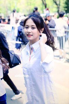 Twice-Tzuyu 180420 KBS Music Bank - allison. Kpop Girl Groups, Korean Girl Groups, Kpop Girls, Korean Beauty, Asian Beauty, Twice Tzuyu, Gfriend Yuju, Sana Momo, Chou Tzu Yu
