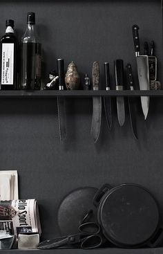 Cuchillos I Black Interior Inspiration I Black Kitchen Inspiration