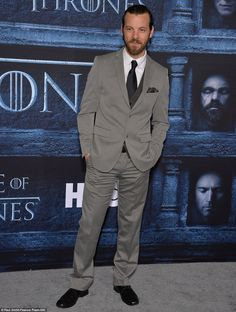 Dapper gentleman: Handsome actor Gethin Anthony, layered a light grey suit over a dark vest Paul Smith, Gethin Anthony, Maisie Williams Sophie Turner, Game Of Thrones Premiere, Hbo Tv Series, Light Grey Suits, Season Premiere, Dapper Gentleman, Handsome Actors
