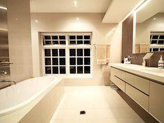 Modern bathroom design with twin basins using ceramic - Bathroom Photo 235784