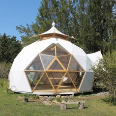 Transparent Bubble Tent Lets You View The Stars While Falling Asleep Glamping, Yurt Tent, Bubble Tent, Dome Structure, Geodesic Dome Homes, Round Building, Dome Greenhouse, Dome Tent, Dome House