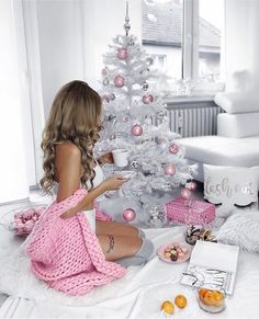 Holiday Decorating Ideas and Pink Christmas Tree Decorations Christmas Mood, Christmas And New Year, Christmas Girls, Classy Christmas, Pink Christmas Tree Decorations, 1 Advent, Christmas Aesthetic, Christmas Photography, Christmas Pictures