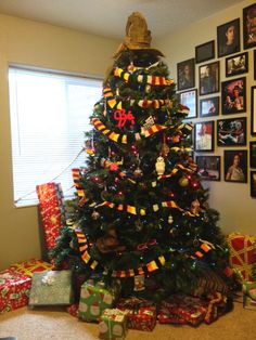 Harry Potter Holiday ~ Beware Nargles in Your Mistletoe! - ORGANIZED CRAFT SWAPS Harry Potter Christmas tree