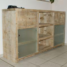 Ein #Sideboard aus #Bauholz, individuell und in Handarbeit von uns gefertigt.